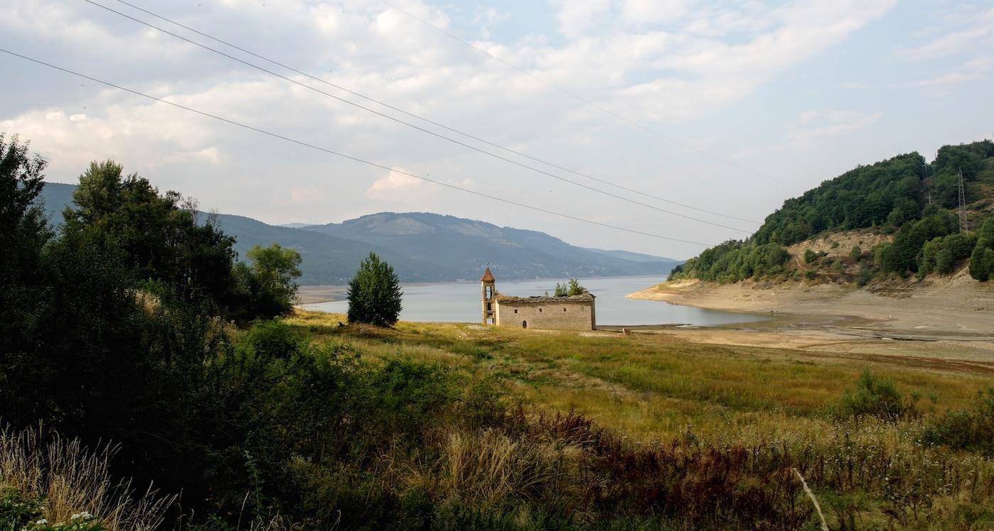 Macedonie Mavrovo Meer kerkje