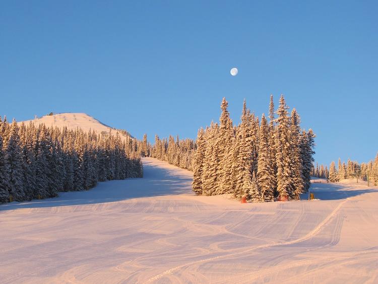 Marmot Basin Canada wintersport canadian rockies uitzicht