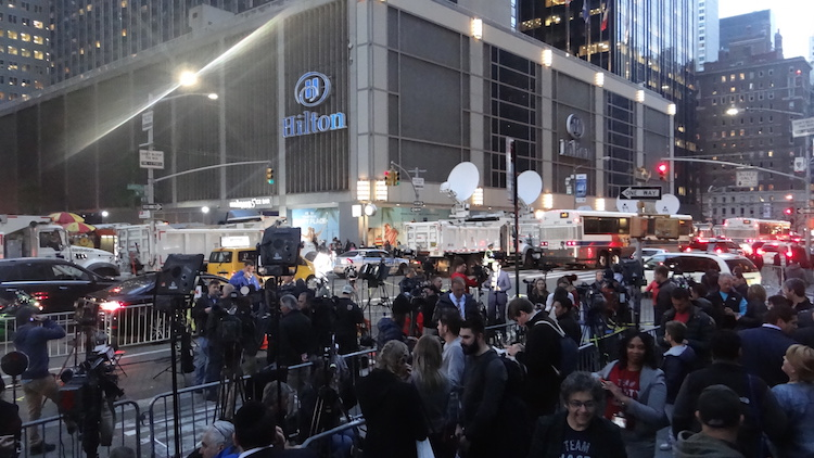 media-verzamelen-zich-in-new-york-amerikaanse-verkiezingen