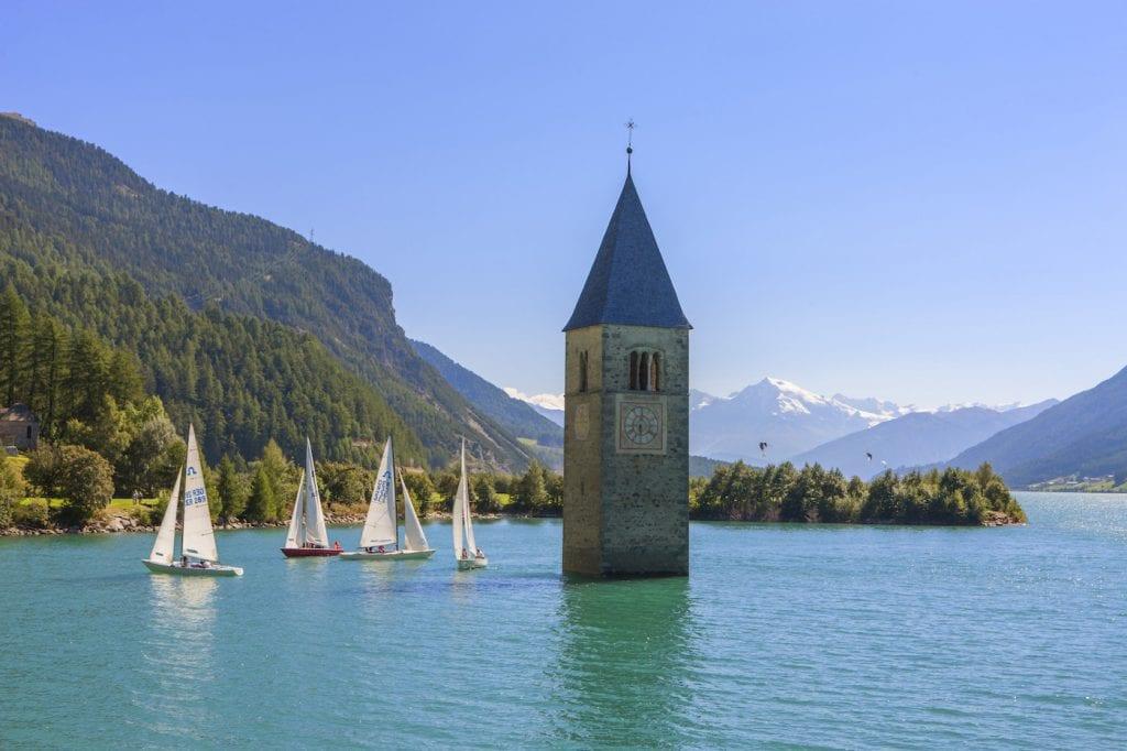 Val venosta italie zuid tirol resia lake