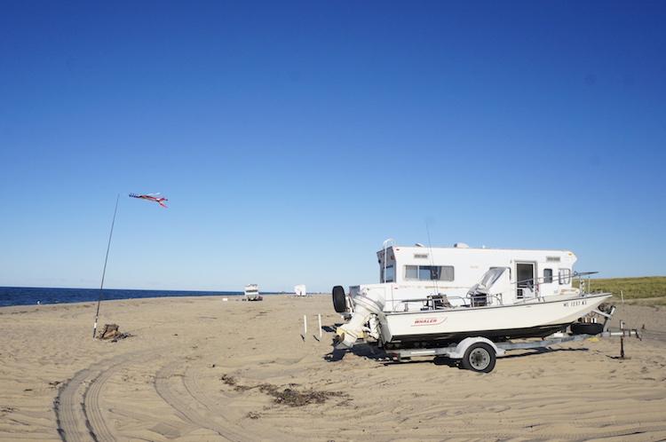 Met Camper op strand Princtown bij Cape Cod