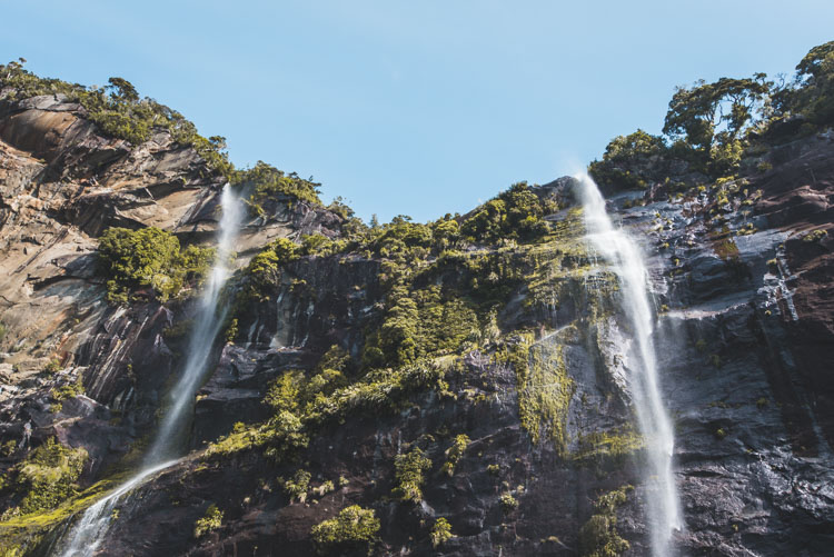 Milford Sound in Nieuw Zeeland cruise watervallen