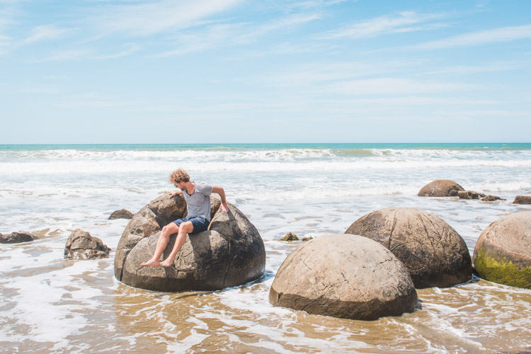 Moeraki Boulders Nieuw-Zeeland rots waarin je kan zitten-2