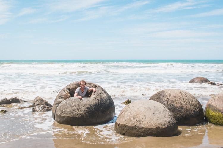 Moeraki Boulders Nieuw-Zeeland rots waarin je kan zitten