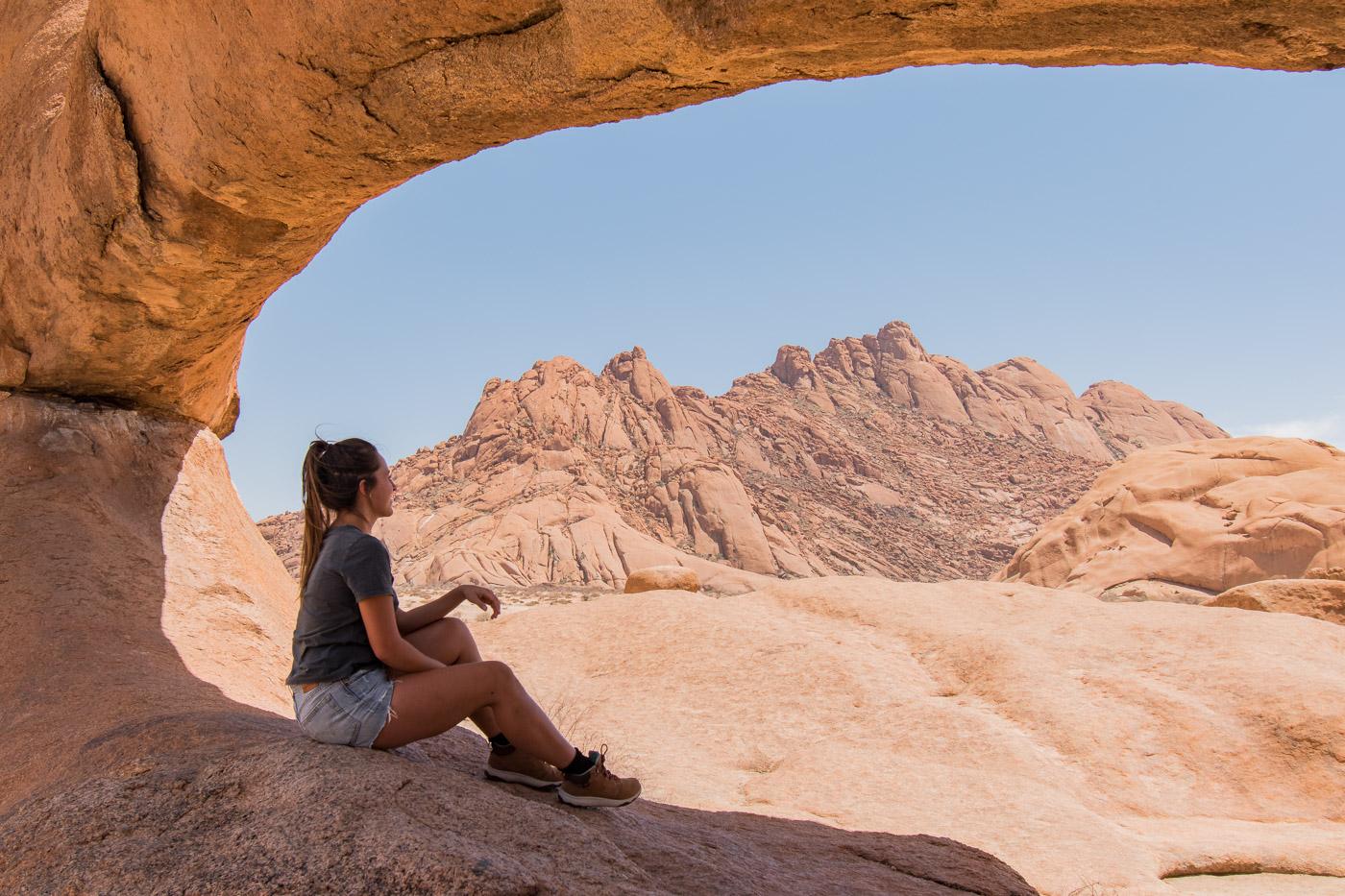 Namibie Spitzkoppe rock arch tips damaraland