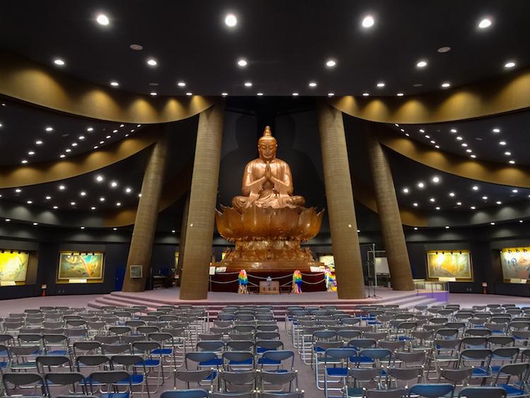 Okinawa-Japan-peace-museum-prayer-statue