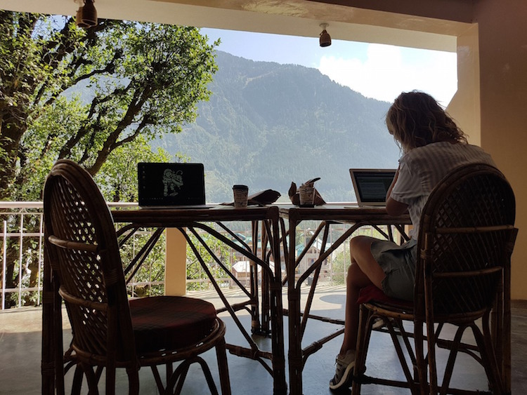 Online Marketeer Digital Nomad Mimi