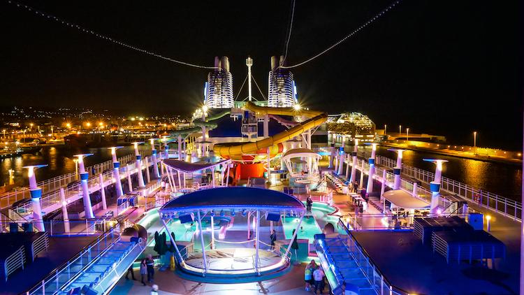 Ontdek cruisen 's avonds norwegian epic ervaringen