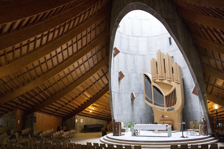 Ontspannen kerk franse alpen cultuur