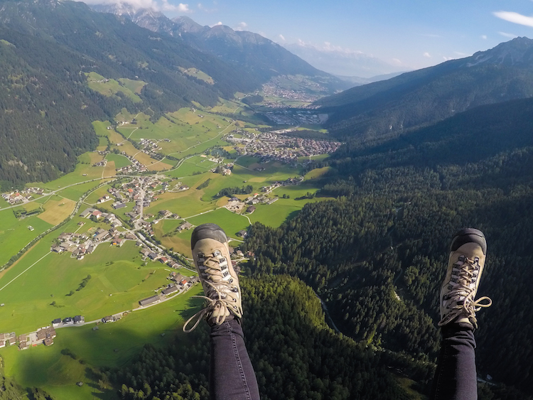paragliden in stubai in de zomer
