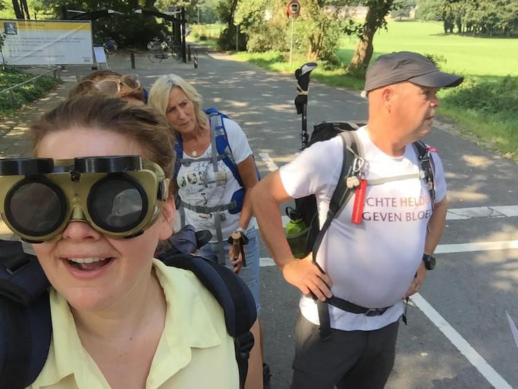 pelgrismtocht-slechtzienden-bril-team