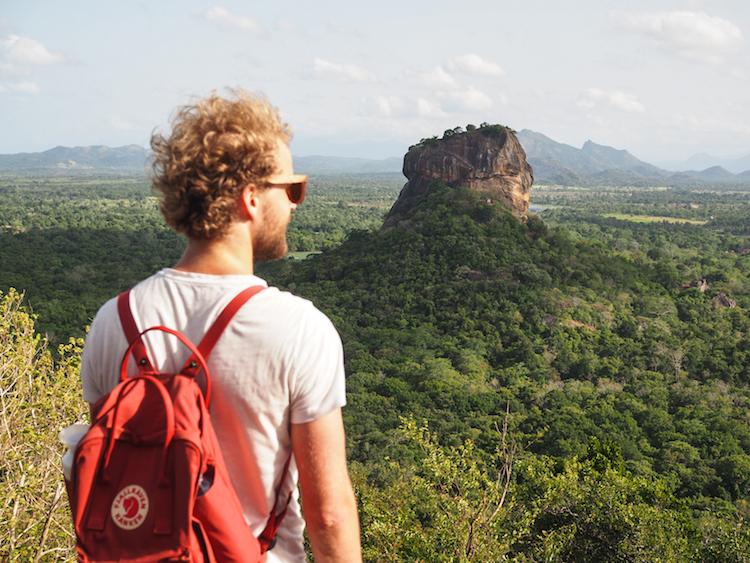 Pidurangala in sri lanka uitzicht over sigiriiya
