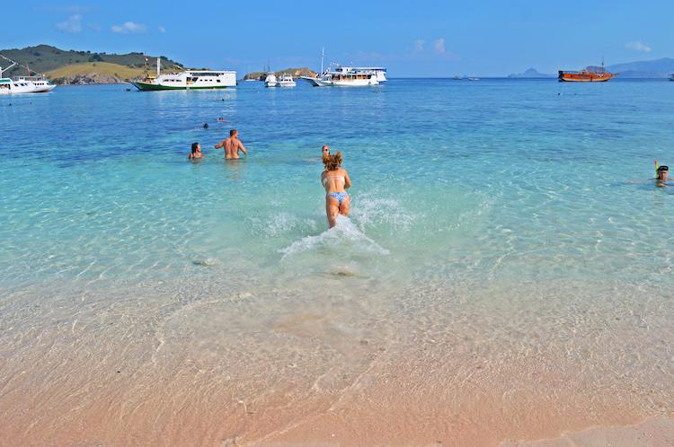 pink-beach-komodo