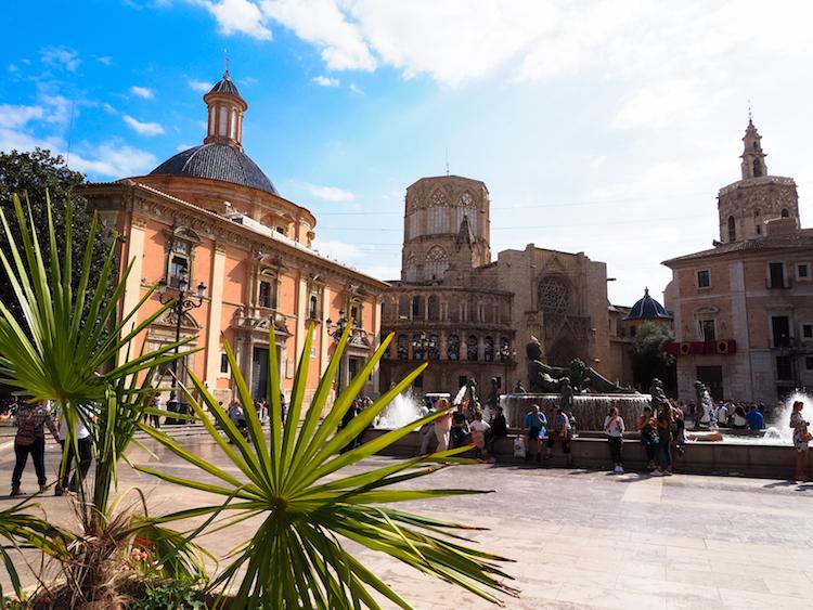 Plaza Virgin Wat te doen in Valencia