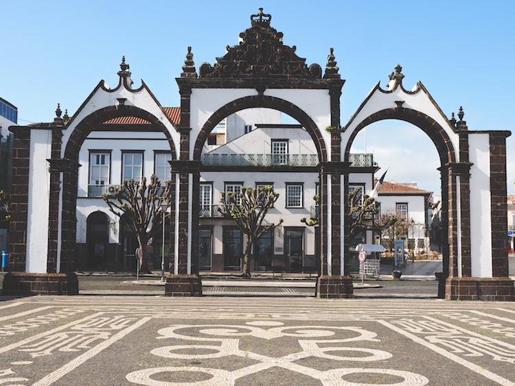 Ponta-Delgada-Portas-da-Cidade