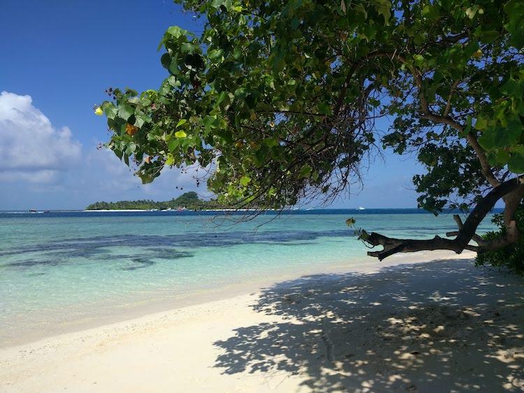 Rashdoo Malediven Bikini beach