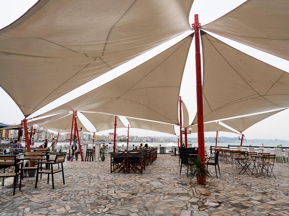 Roadtrip Albanie Tips voor Tirana tot aan Sarandë Durres strandtent