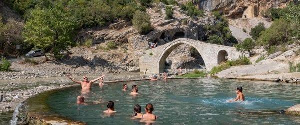 Roadtrip Albanie tips zwavelhoudende warmwaterbron