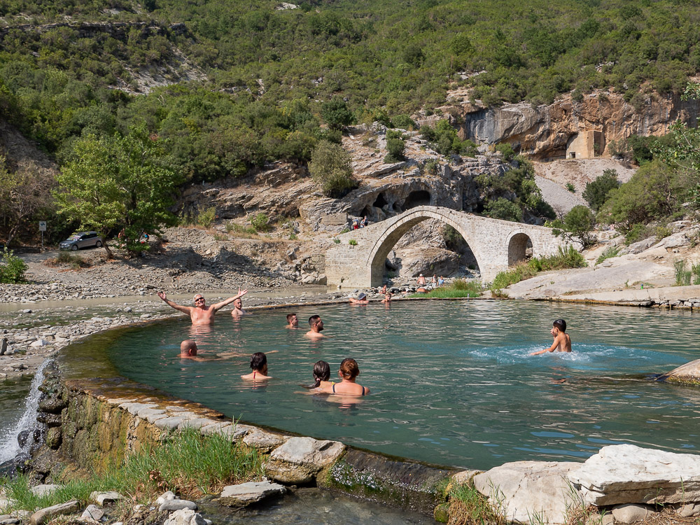 Roadtrip Albanie tips zwavelhoudende warmwaterbron