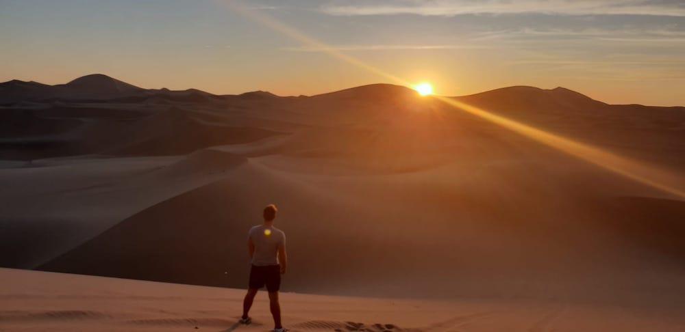 Sandboarden Huacachina Peru zonsondergang