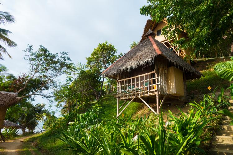 Sibaltan-houten-hutjes-resort-tapik-beach palawan filipijnen route