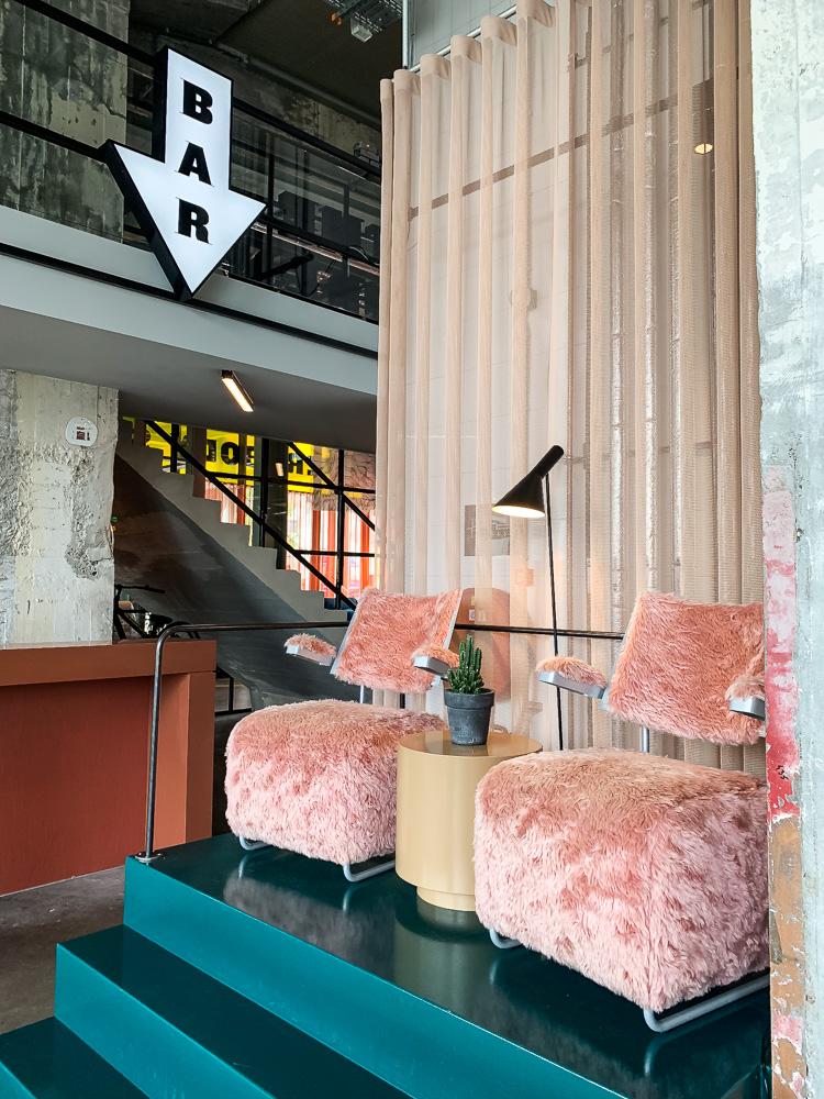 Slapen in Maastricht the student hotel bar