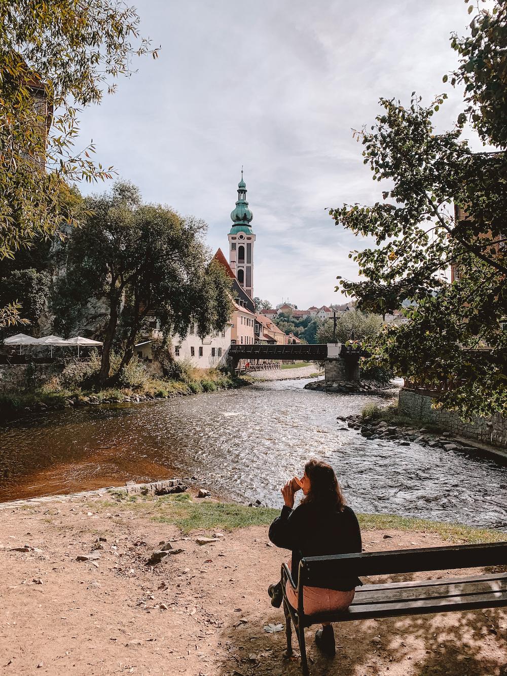 Slenteren door de straten van Cesky Krumlov