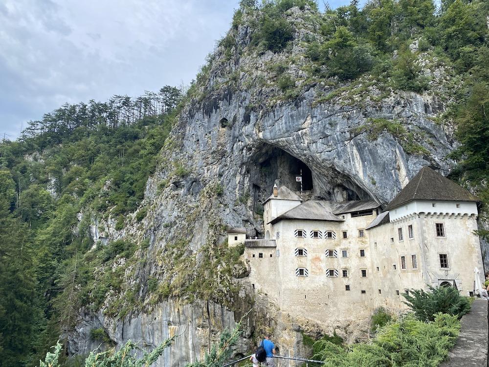 Slovenie rondreis predjama castle