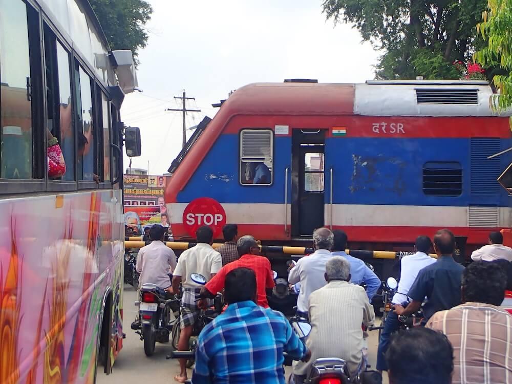 Spoorovergang trein india