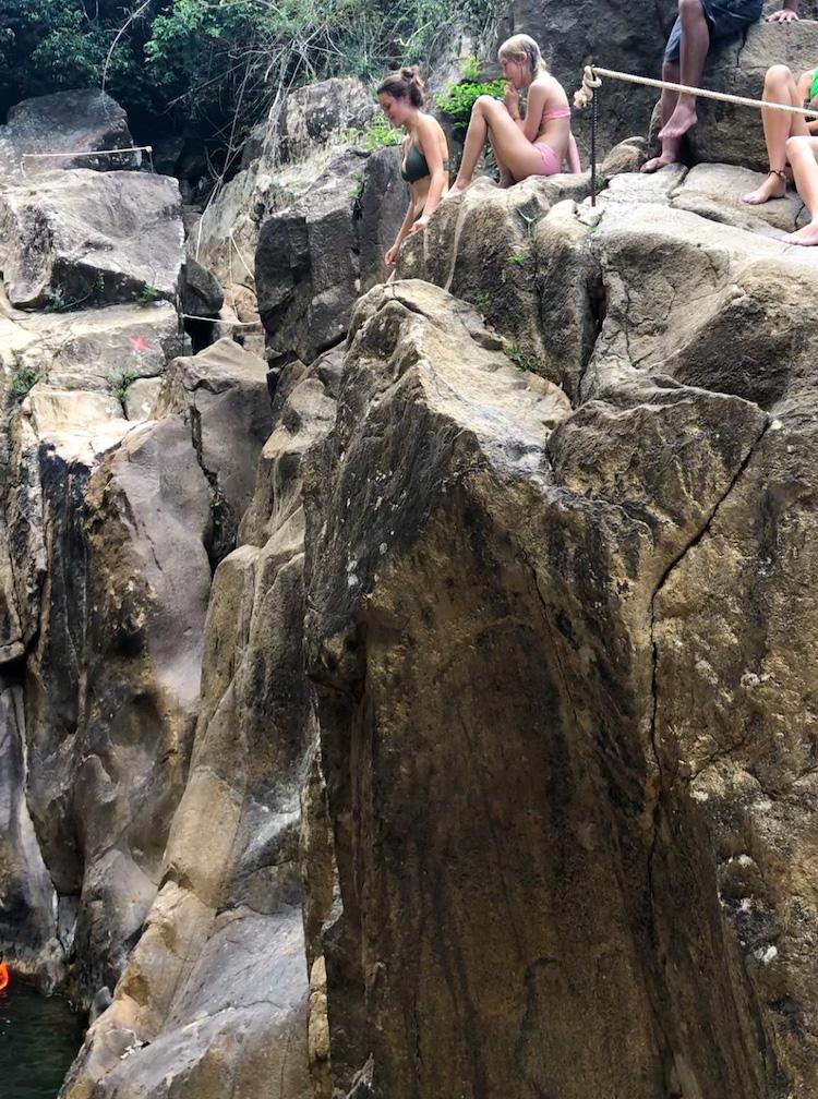 Springen Ba Ho Waterfalls bij Nha Trang Vietnam cliff jumping