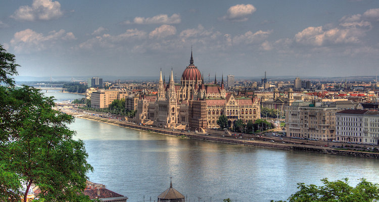 Stedentrip naar Boedapest met de auto