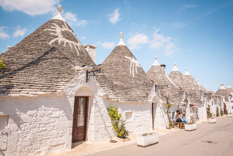 Straatje met trulli in Puglia