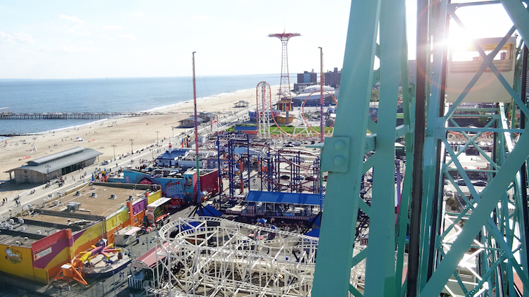 Strand coney island new york parachute en wonderwheel