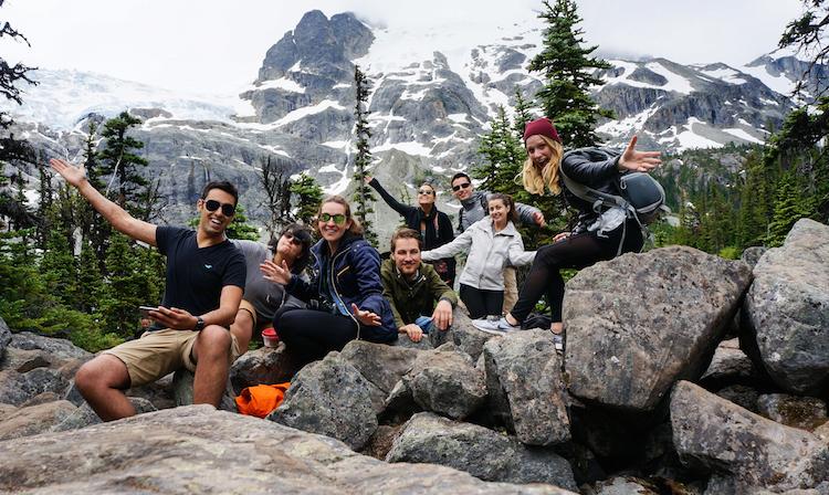 team-hiking-vancouver-joffreslake