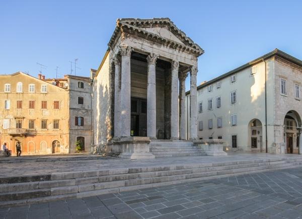 Tempel van Augustus Pula