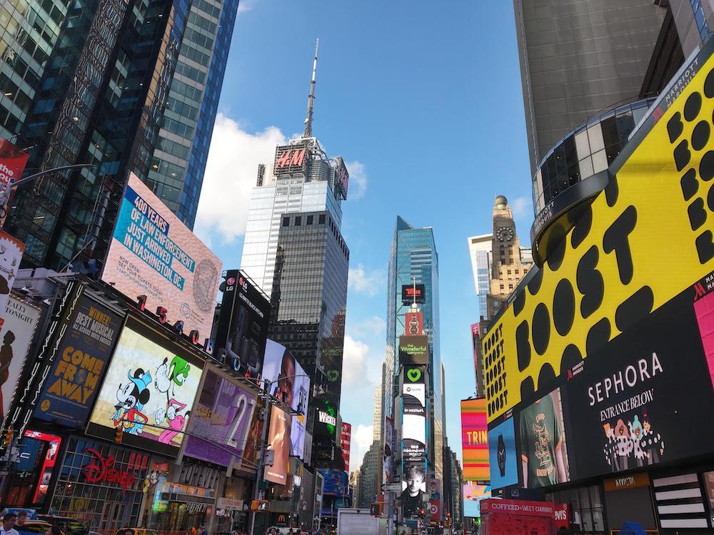 Times square new york met kinderen