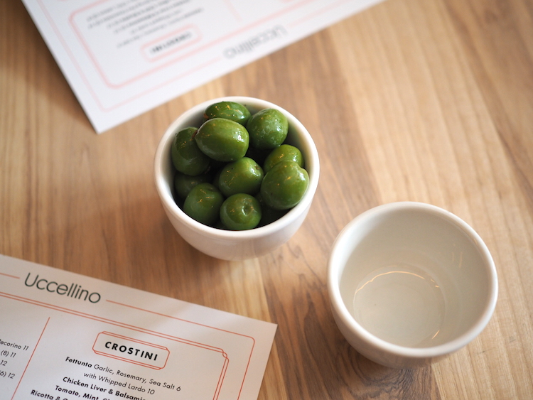 Uccellino-olijven-restaurants-edmonton