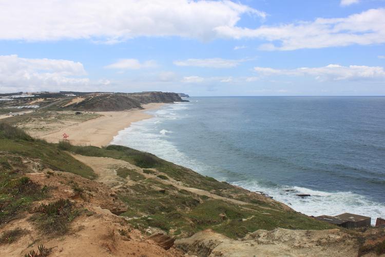 Uitgestrekte strand van ericeira portugal