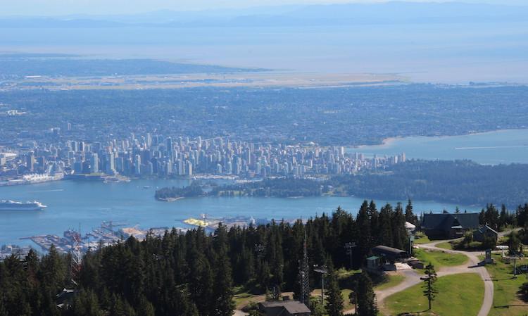 uitzicht-over-vancouver-vanaf-de-grouse-mountain