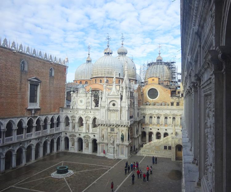 Venetie in Januari lege pleinen