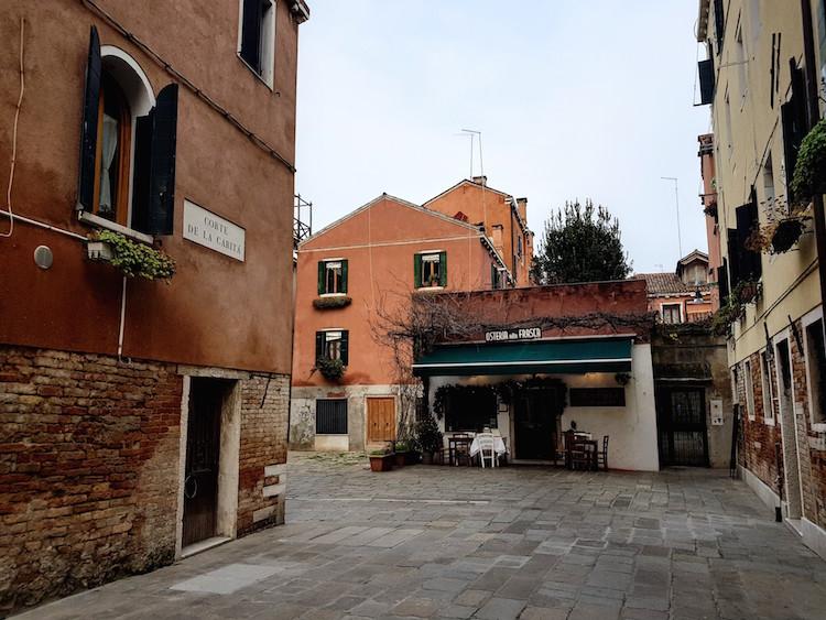 Venetie in de winter Osteria binnenpleintje