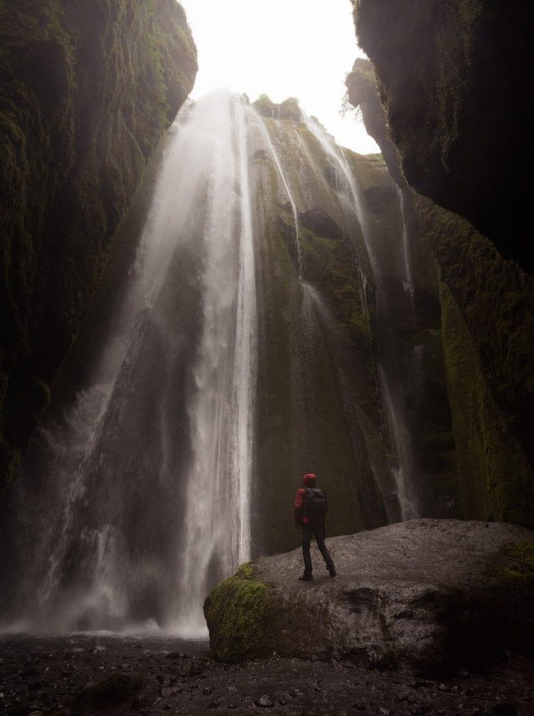 Verborgen waterval in IJsland