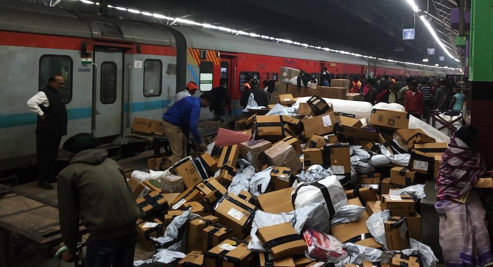 Vind je pakketje trein india station