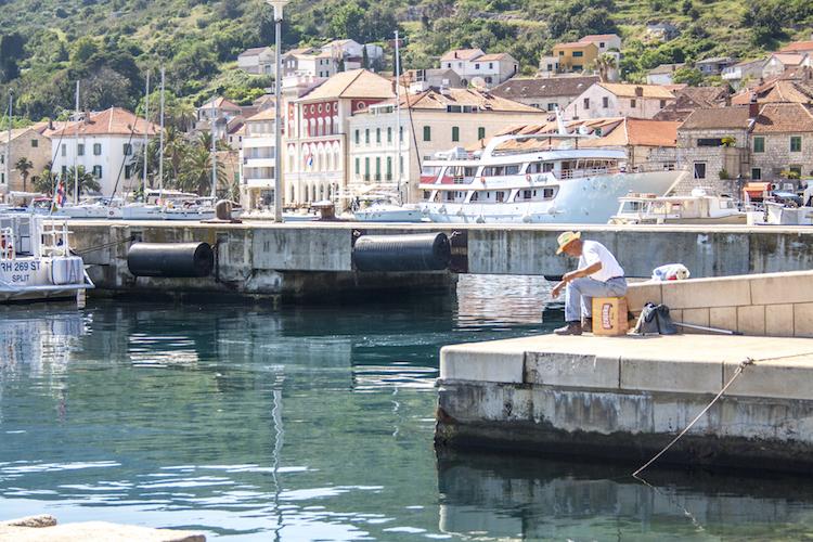 Viska luka op het eiland vis kroatie