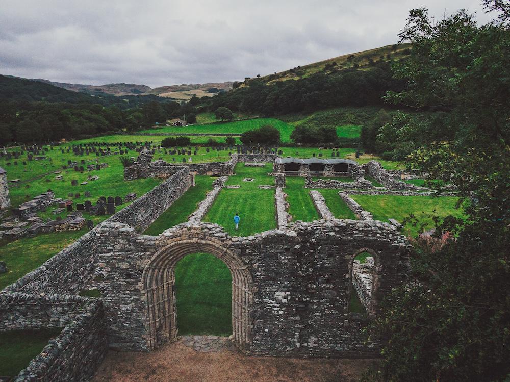 Wales ierland keltische kustroute Strata Florida Abbey, Ceredigion