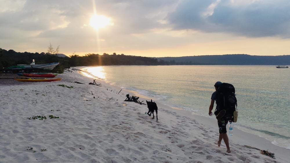 Wandelen zonsopgang jungle soksan beach