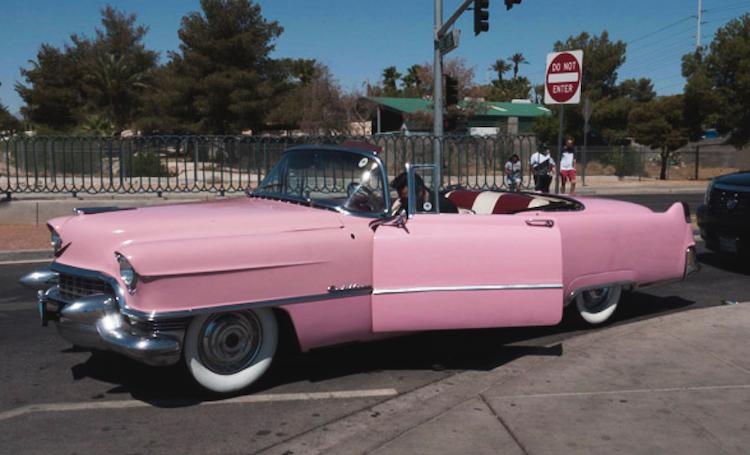 Wat doen in Las Vegas roze oldtimer