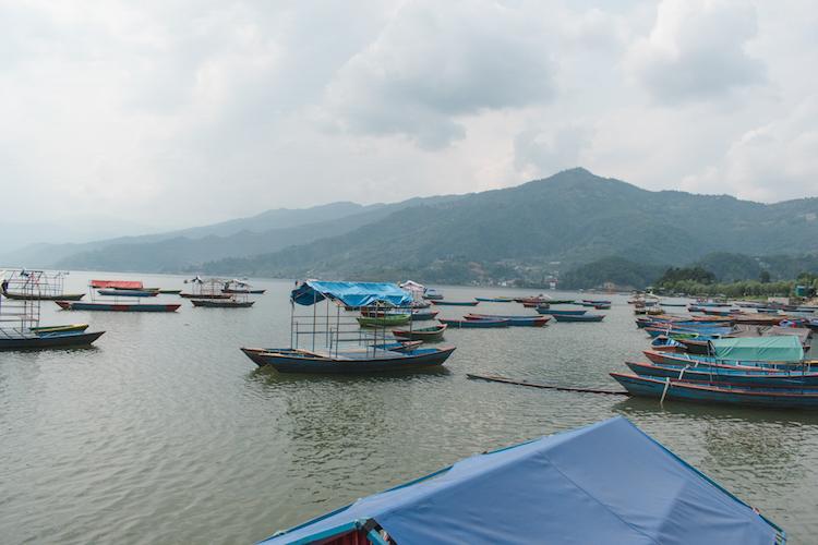 Wat te doen in Pokhara meer in nepal