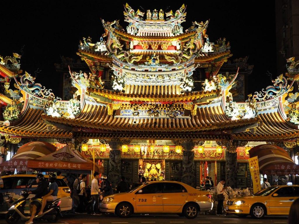 wat te doen in taipei tempel raohe street market