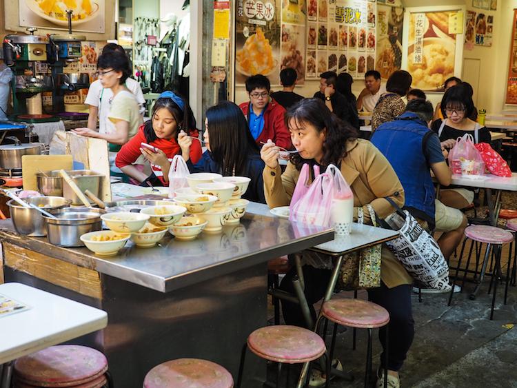 Wat te doen in Taipei ga naar Raohe street market